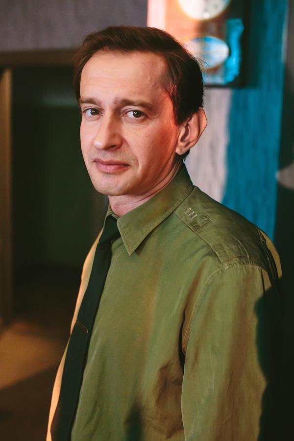 С начала 2000-х константин хабенский выступает на московской театральной сцене