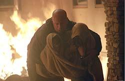 Alejando del fuego a Jennifer y Tommy