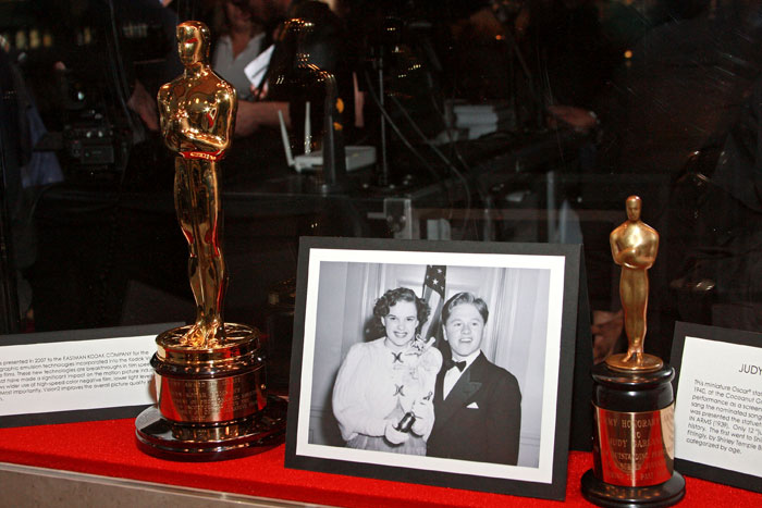 """oscar ceremony essay The oscars fail to address fashion on its biggest night it was the worst-covered awards ceremony i have ever seen in 10 years of covering them,"""" tom."""