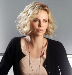 http://www.kinokadr.ru/photoes/2017/07/22/blog/charlize_theron.jpg